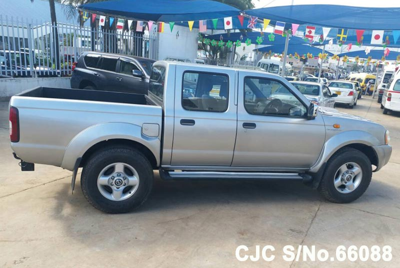 Nissan Navara in Silver for Sale Image 2
