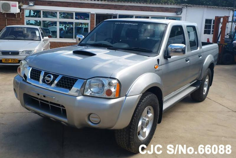 Nissan Navara in Silver for Sale Image 3