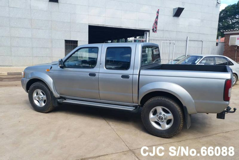 Nissan Navara in Silver for Sale Image 1