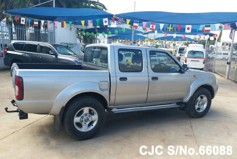 Nissan Navara in Silver for Sale Image 7