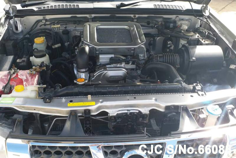 Nissan Navara in Silver for Sale Image 12