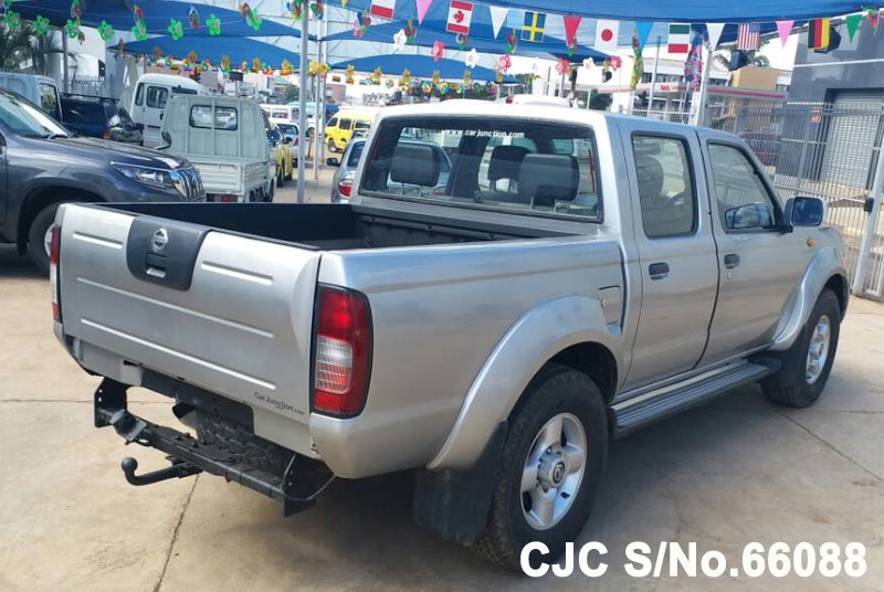 Nissan Navara in Silver for Sale Image 5