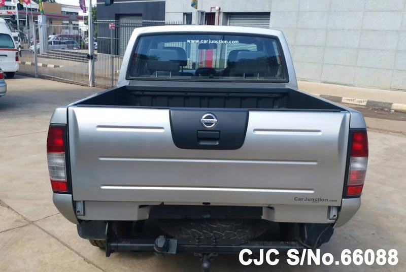 Nissan Navara in Silver for Sale Image 4