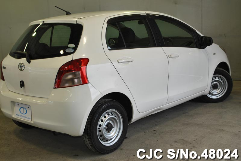 used toyota vitz yaris 2005 in white colour for sale in. Black Bedroom Furniture Sets. Home Design Ideas