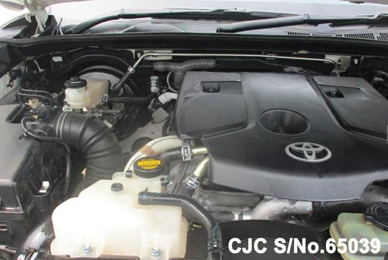 Toyota Hilux in White for Sale Image 11