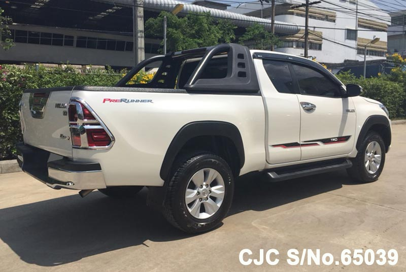 Toyota Hilux in White for Sale Image 2