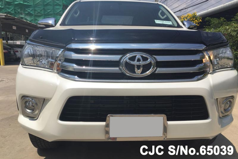 Toyota Hilux in White for Sale Image 4