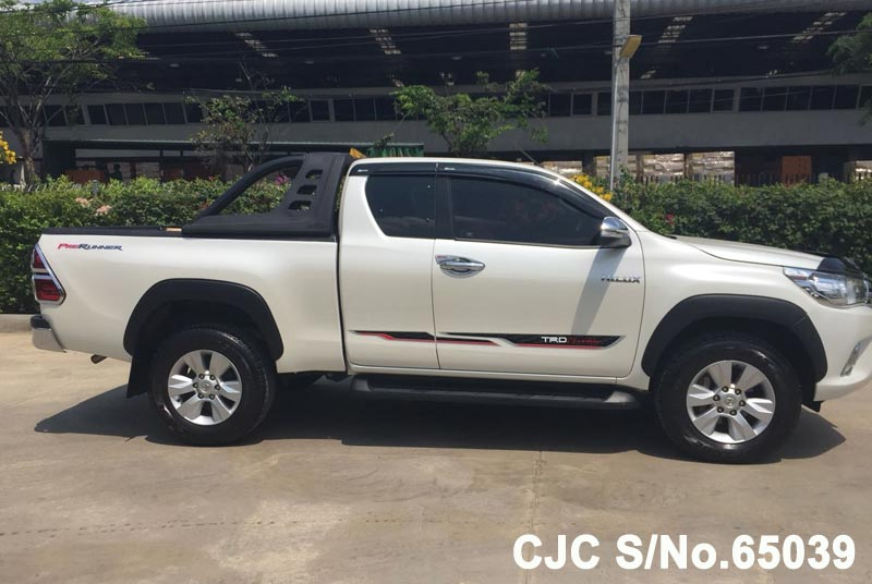Toyota Hilux in White for Sale Image 5