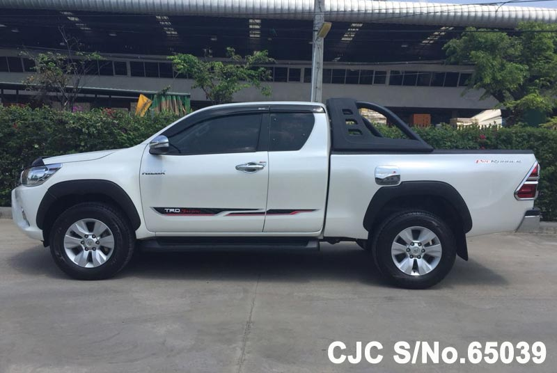 Toyota Hilux in White for Sale Image 6
