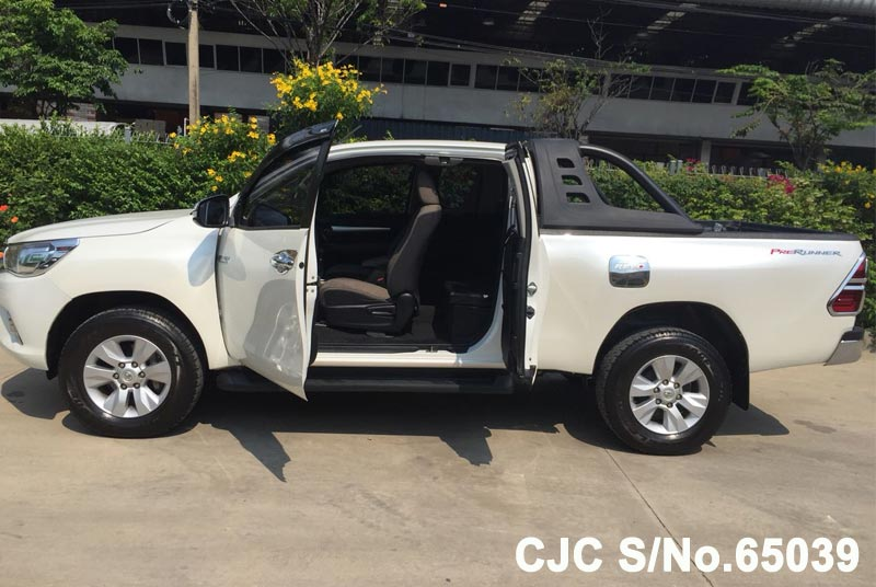 Toyota Hilux in White for Sale Image 7