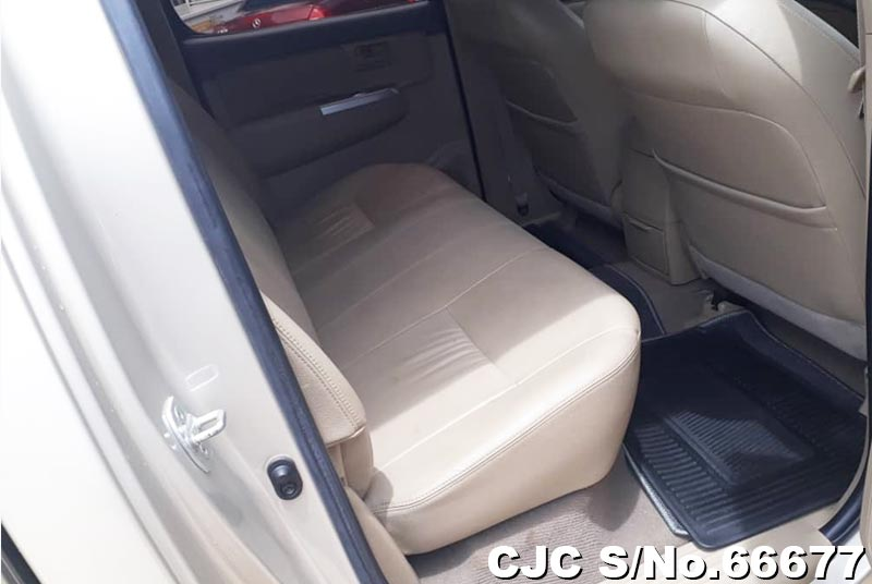 Toyota Hilux in Beige for Sale Image 11