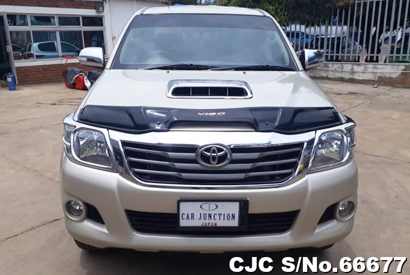 Toyota Hilux in Beige for Sale Image 5