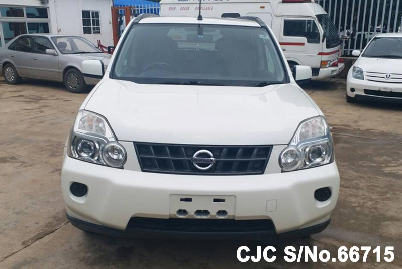 Nissan X-Trail in White for Sale Image 4