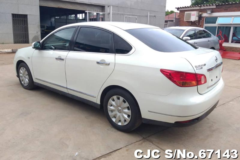 Nissan Bluebird Sylphy in White for Sale Image 2