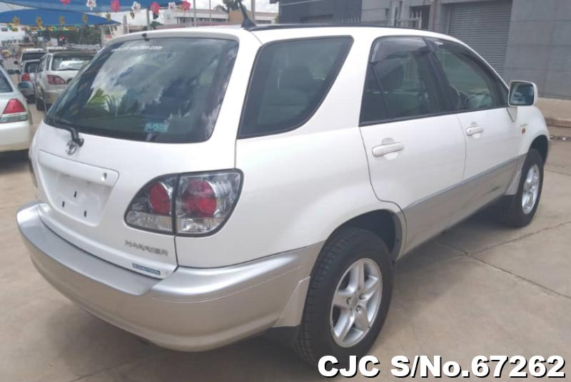 Toyota Harrier in Pearl White for Sale Image 2