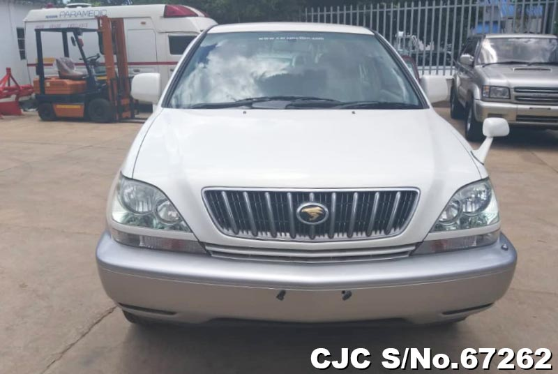 Toyota Harrier in Pearl White for Sale Image 5