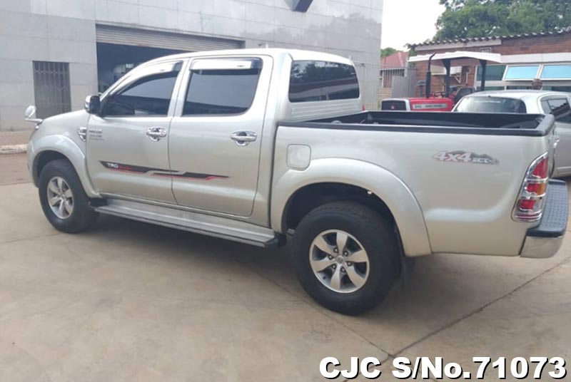 Toyota Hilux in Silver for Sale Image 2