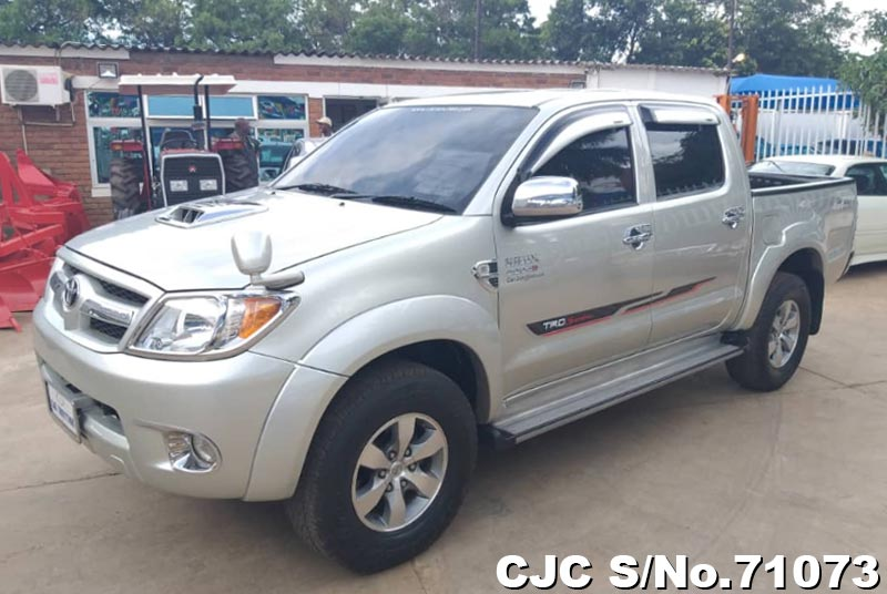Toyota Hilux in Silver for Sale Image 3