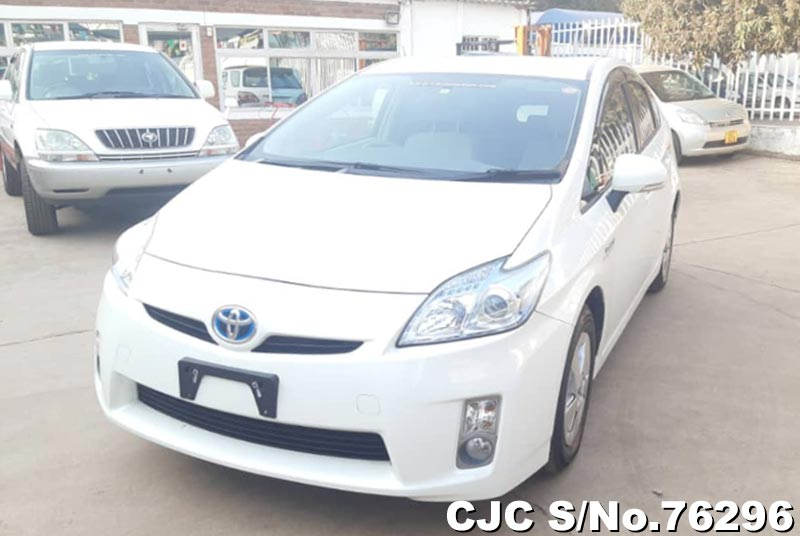 Toyota Prius Hybrid in White for Sale Image 3