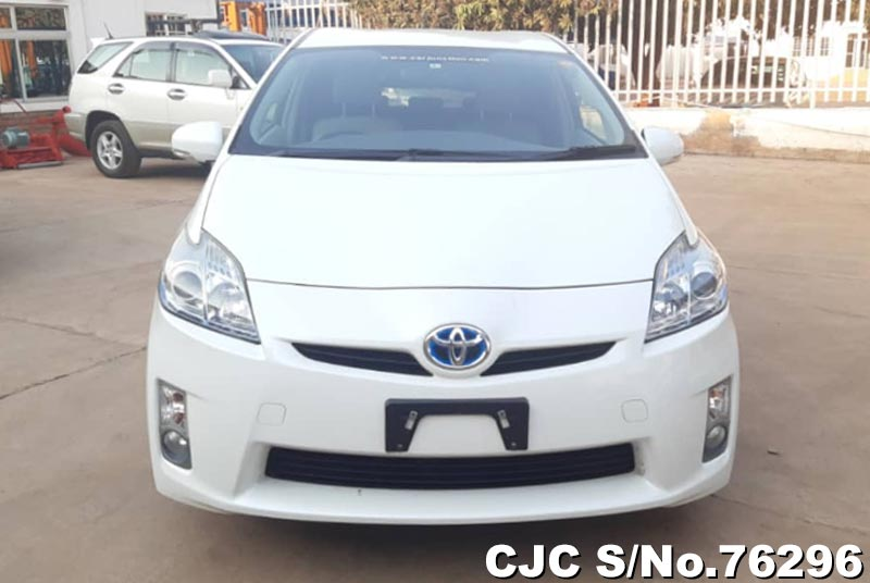 Toyota Prius Hybrid in White for Sale Image 5