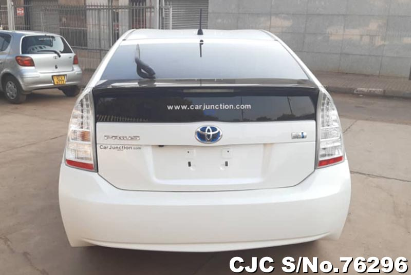 Toyota Prius Hybrid in White for Sale Image 6