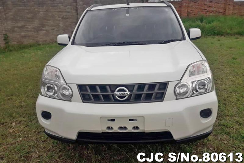 Nissan X-Trail in Pearl for Sale Image 4