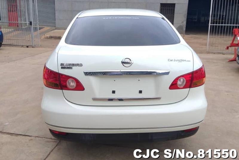 Nissan Bluebird Sylphy in White for Sale Image 5
