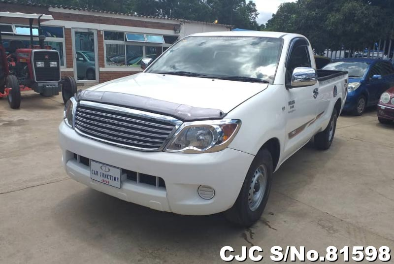 Toyota Hilux in White for Sale Image 3
