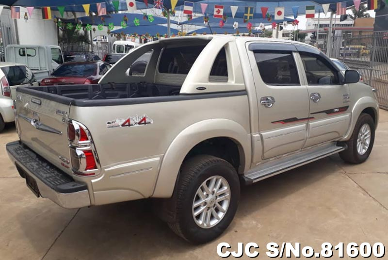 Toyota Hilux in Beige for Sale Image 2