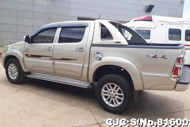 Toyota Hilux in Beige for Sale Image 4