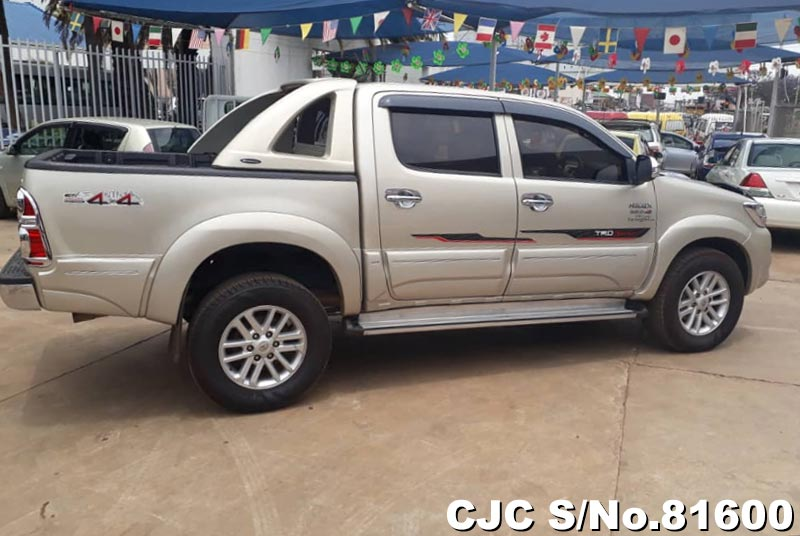 Toyota Hilux in Beige for Sale Image 6