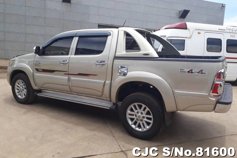 Toyota Hilux in Beige for Sale Image 7