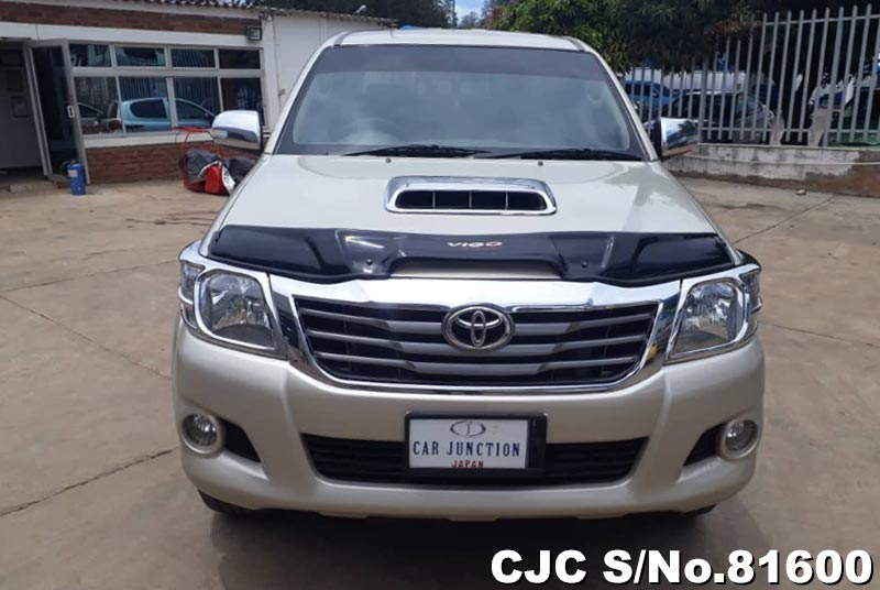 Toyota Hilux in Beige for Sale Image 8