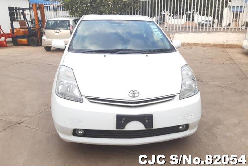 Toyota Prius Hybrid in White for Sale Image 7