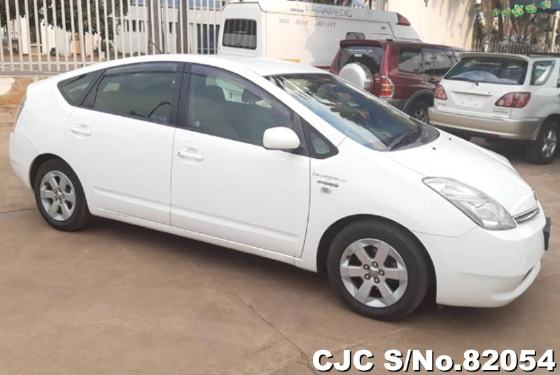 Toyota Prius Hybrid in White for Sale Image 8