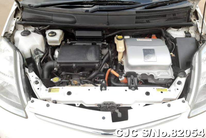 Toyota Prius Hybrid in White for Sale Image 15