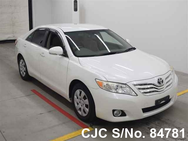 Toyota Camry in White for Sale