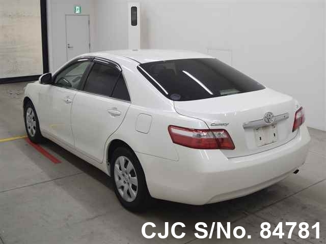 Toyota Camry in White for Sale Image 1