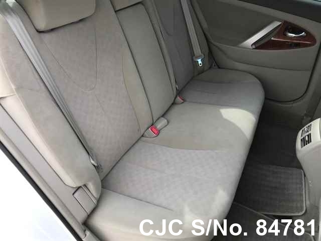 Toyota Camry in White for Sale Image 5