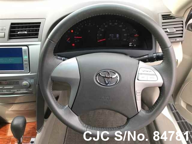 Toyota Camry in White for Sale Image 6
