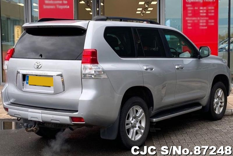 Toyota Land Cruiser Prado in Silver for Sale Image 2