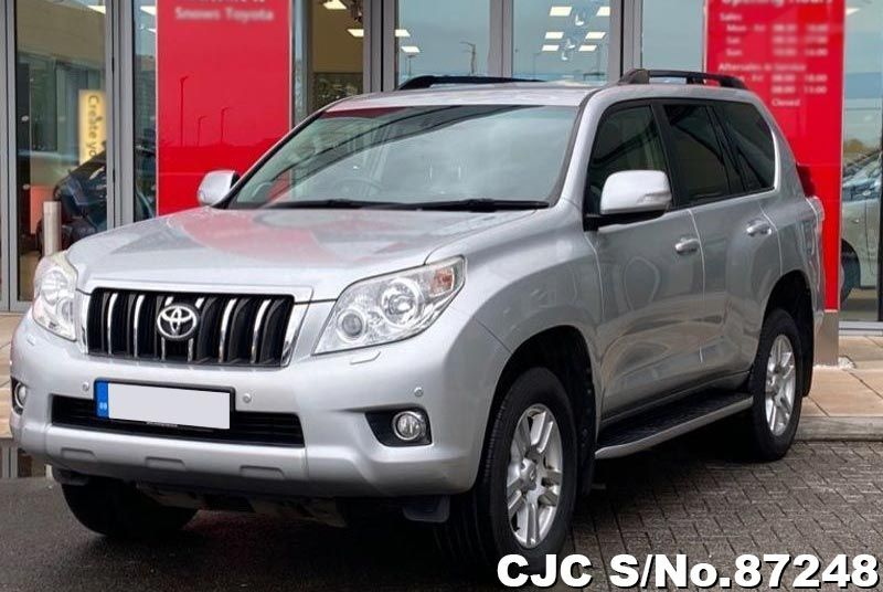 Toyota Land Cruiser Prado in Silver for Sale Image 3
