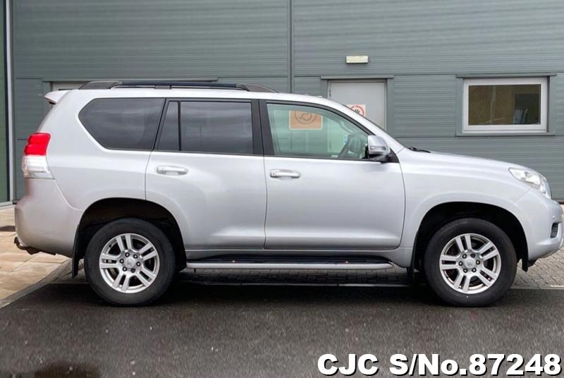 Toyota Land Cruiser Prado in Silver for Sale Image 6