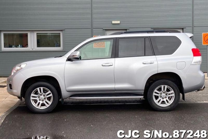 Toyota Land Cruiser Prado in Silver for Sale Image 7